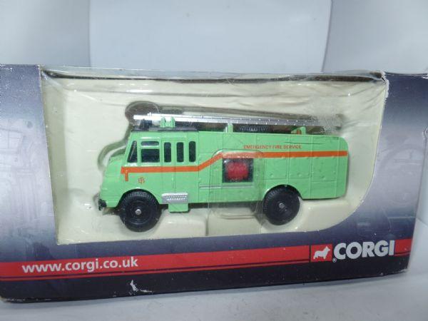 Corgi Trackside DG207 Ford Anglia Van London Transport