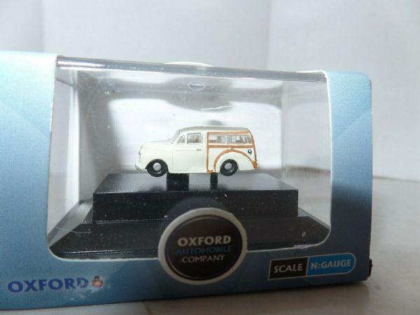 Oxford NMMT004 N Gauge Morris Minor Estate Traveller Wolverhampton Police